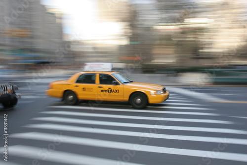 taxi-w-nowym-jorku-manhattan-fifth-avenue