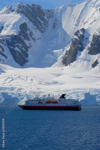 Poster Antarctique antartica revealed and discovered