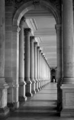 Fototapeta colonnade