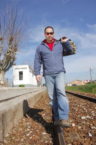 Cadres-photo bureau Gris traffic Man walking on a railway