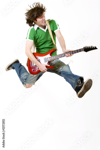 Photo  passionate guitarist jumps in the air