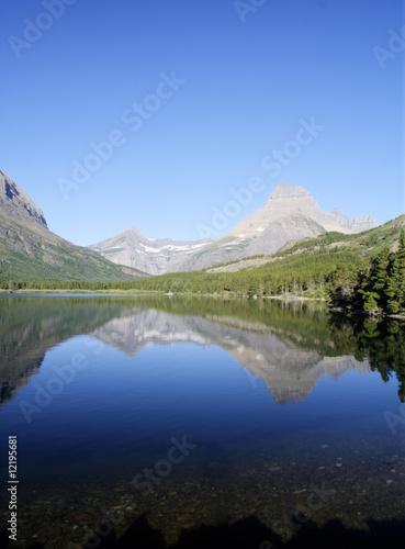 Fotobehang Bergen Swiftcurrent Lake
