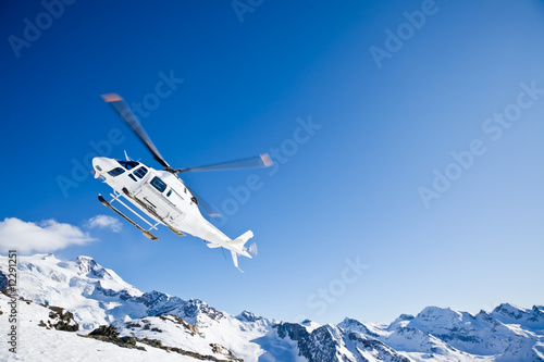 Tuinposter Helicopter Heli Skiing Helicopter