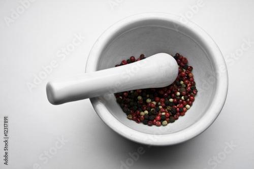 Staande foto Hot chili peppers pfeffermischung im mörser