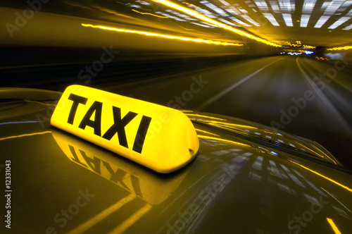 Fast taxi Canvas-taulu