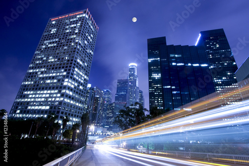 Cuadros en Lienzo Traffic in Los Angeles under the moonlight