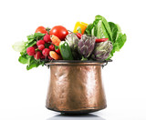 verdura in pentola di rame
