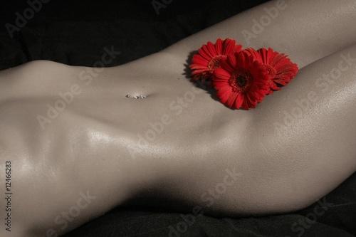 nagie-dziewczyny-z-kwiatami