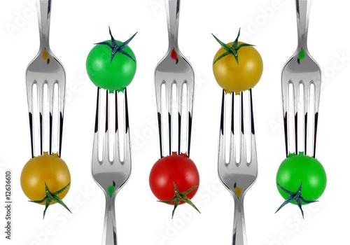 forchette e pomodorini colorati
