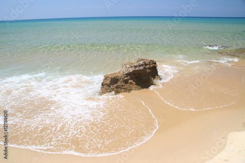 Photo scoglio cullato dal mare.