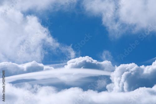 Türaufkleber UFO Wolken