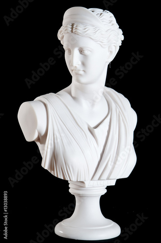 Photo Classic white marble bust of Athena isolated on black