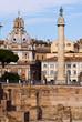 vista del foro e della colonna di Traiano a Roma in Italia