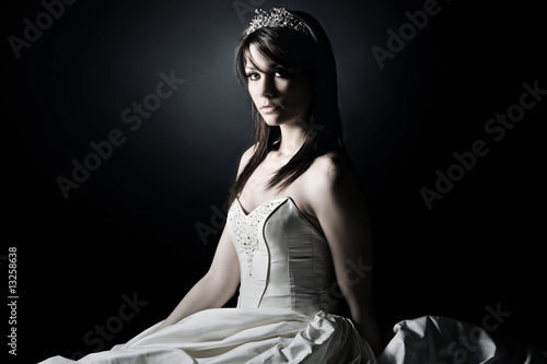 Fotografie, Obraz Shot of a Young Bride against grey background