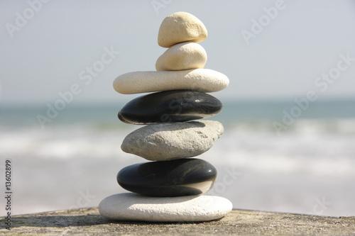 Foto op Aluminium Stenen in het Zand Balancing pebbles on the beach