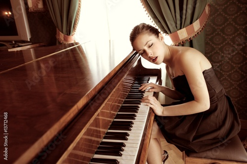 In de dag Muziekwinkel piano
