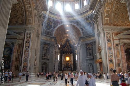 Photo Rayons de soleil dans la Basilique Saint-Pierre de Rome