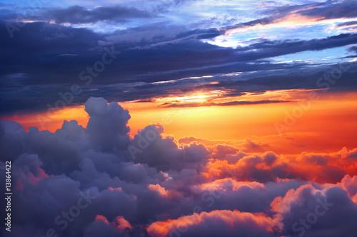 zachod-slonca-nad-chmurami