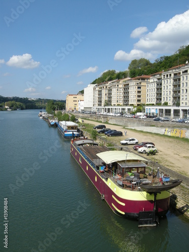 Papiers peints Ville sur l eau péniches à quai sur la Saône,Lyon,France