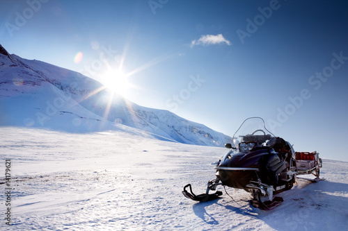 Fotobehang Poolcirkel Snowmobile