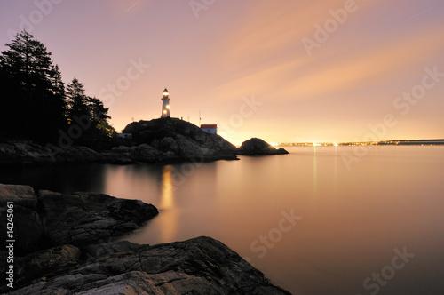 Montage in der Fensternische Leuchtturm Point Atkinson Lighthouse in West Vancouver, Long Exposure