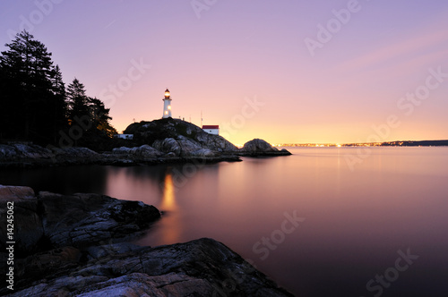 Fotobehang Vuurtoren Point Atkinson Lighthouse in West Vancouver, Long Exposure