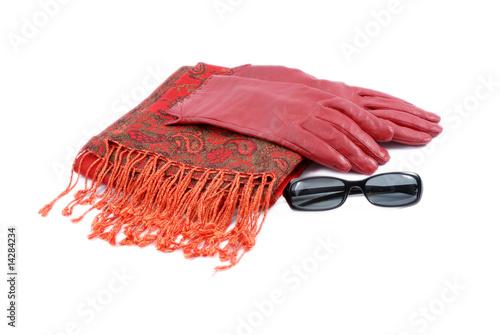 Obraz szal, rękawiczki i okulary przeciwsłoneczne - fototapety do salonu