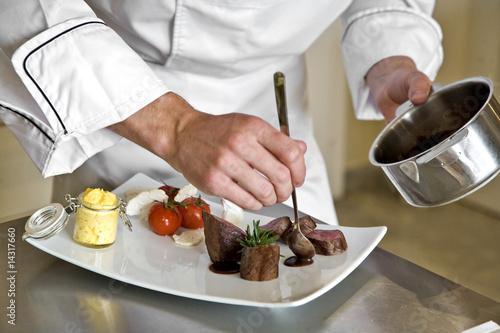 Fotografía  chef préparant un magret de canard