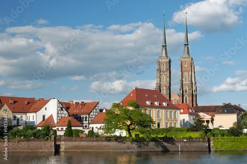 polska-widok-na-stare-miasto-we-wroclawiu-ostrow-tumski