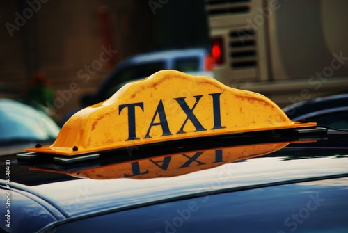 Canvas Print Taxi in line waiting for passengers