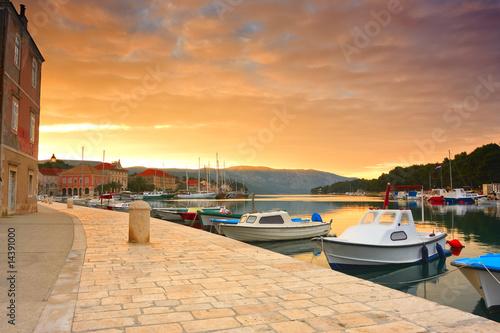Fotografía quay of mediterranean town Stari Grad at sunset (Croatia, Hvar)