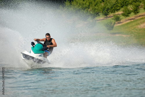 Recess Fitting Water Motor sports Plaisir solitaire en jetski.
