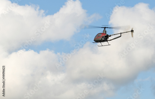 Staande foto modèle réduit d'hélicoptère en vol