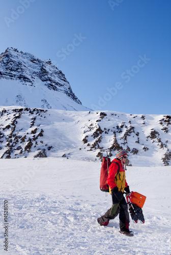 Tuinposter Wintersporten Female Mountaineer