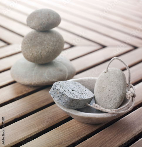alets de massage et pierre ponce Canvas Print