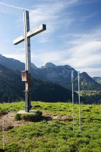 Foto auf Gartenposter Gebirge Gipfelkreuz auf dem Mitterberg am Wendelstein