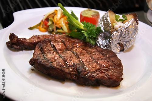 Papiers peints Steakhouse sirloin steak next by grill