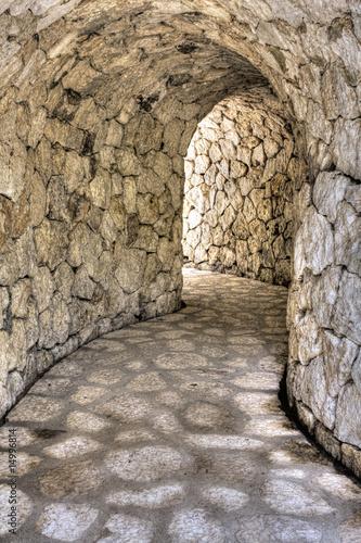 Fototapety do przedpokoju   kamienny-tunel