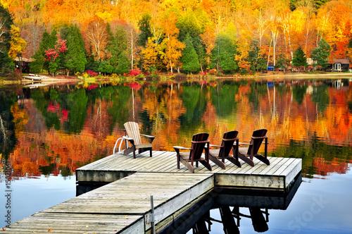 Photo Wooden dock on autumn lake