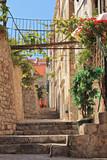 Fototapeta Fototapety na drzwi - A view of a narrow alley in Dubrovnik, Croatia