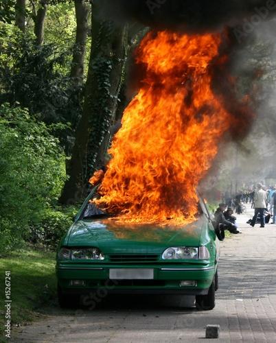 фотография  Brennendes Polizeiauto