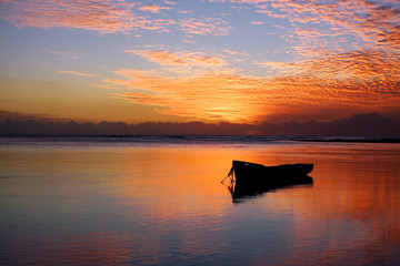 Barque au crépuscule