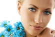Leinwanddruck Bild blue eyes and blue daisy