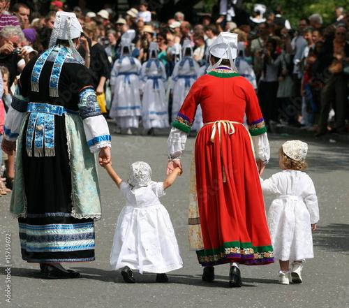 Photo dentelle ,coiffe,coiffure,blanche,costume,folklore,breton