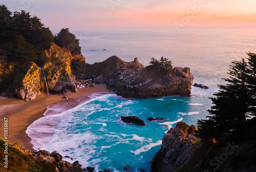 Foto-Kissen - McWay Falls at sunset in California