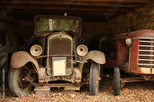Cadres-photo bureau Vintage voitures Forgotten old vintage cars in barn, dordogne, france.