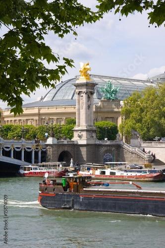 Papiers peints Ville sur l eau Péniches sur la Seine (Paris)