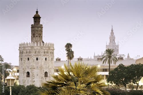 La Torre del Oro y la Giralda en Sevilla
