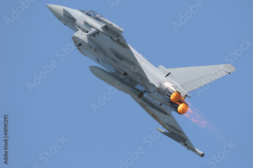Eurofighter (Typhoon) with afterburner Fototapete