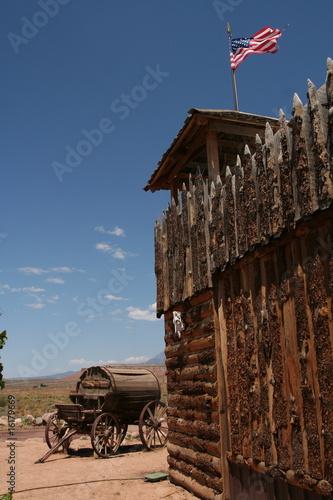 Photo  fort de l'ouest américain et charriot de la ruée vers l'or